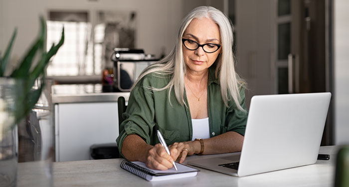 Woman working in front of a laptop.